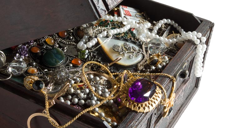 Bahrain: Citizens Cautioned Against Purchasing Jewellery from Social Media Accounts